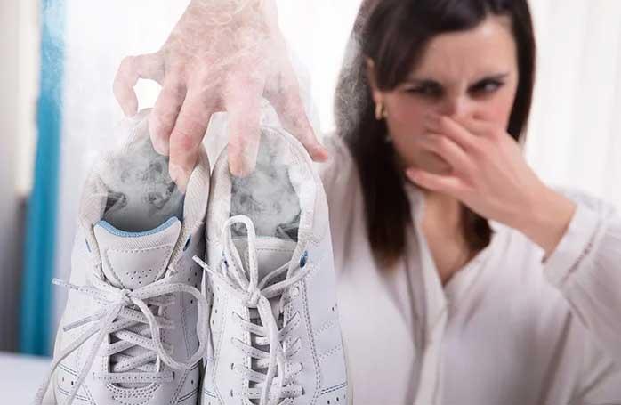 راهکار های طلایی برای از بین بردن بوی بد کفش ...